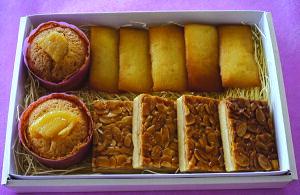 飛騨高山の食材を使った手作り焼き菓子詰合せ(箱中A)