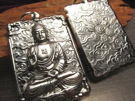 【高品質シルバー 大日如来 彫刻 ペンダントトップ】宇宙を遍く照らす密教の最高仏 両面彫刻 キーホルダーにも使える大き目サイズ Silver925【of】