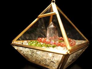 【ディスプレイ用クリアケース(ピラミッド)】 高さ約11cm 幅約10.5cm 中身が見えるクリアケース 高級感あるゴールドカラーフレーム 【プラスチック製 】
