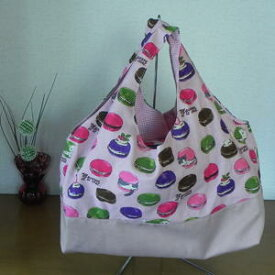 【送料無料】『ねこ柄』大好きコットン生地 ≪手作り一点ものです≫ 飽きのこないバッグ 使いやすい大きさです