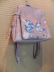 【送料無料】 着物/レザーエナメルタイプ 薄紫リュック 旅行のおともに ≪手作り一点ものです≫ 使いやすいデザイン 使いやすい大きさです 着物生地をレザーにのぞかせたリュックです