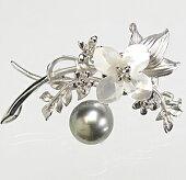 11.1mmの黒蝶真珠(タヒチ)と白蝶貝のお花のブローチ