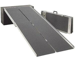 [イーストアイ] ポータブルスロープ アルミ4折式タイプ PVW240(244cm)