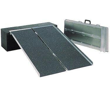 [イーストアイ] ポータブルスロープ アルミ2折式タイプ PVS120(122cm)