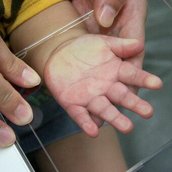 アウトライン手形S(幼児サイズ10cm角)ポスト投函メール便(ネコポス)送料無料/レーザー彫刻【ポイント2倍】