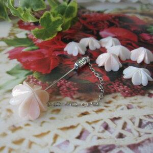 淡いピンク珊瑚四葉のピンブローチ/アクセサリー