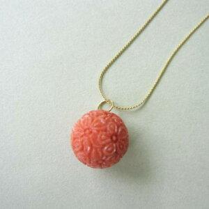 日本・高知産赤珊瑚桜の花の彫りペンダントトップ/(14.2ミリ)/K18/真鍮チェーン付き/『宝石サンゴ』