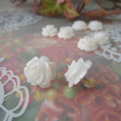 白サンゴの薔薇ピアス(12〜16ミリ)/直結/K18/バラ・ばら