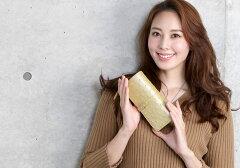 上品に輝くシャンパンゴールドのオーストリッチ長財布