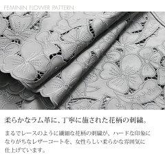 レザーに施された花柄の刺繍