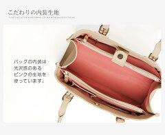 内装は可愛らしいピンクのバイカラーデザイン