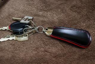 キーホルダー/世界でも希少なコードバンタンナー・新喜皮革社製コードバン使用靴べら付キーホルダー10P03Dec16