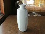 白磁丸首六角花瓶