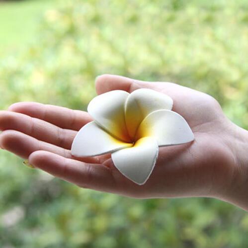 シンプルスポンジプルメリア(ホワイト)【メール便OK】お部屋に飾るだけでアジアンリゾート。スポンジ素材でふんわり柔らか♪手の平サイズの可愛い造花、フランジパニ、フローティングフラワー,sarara