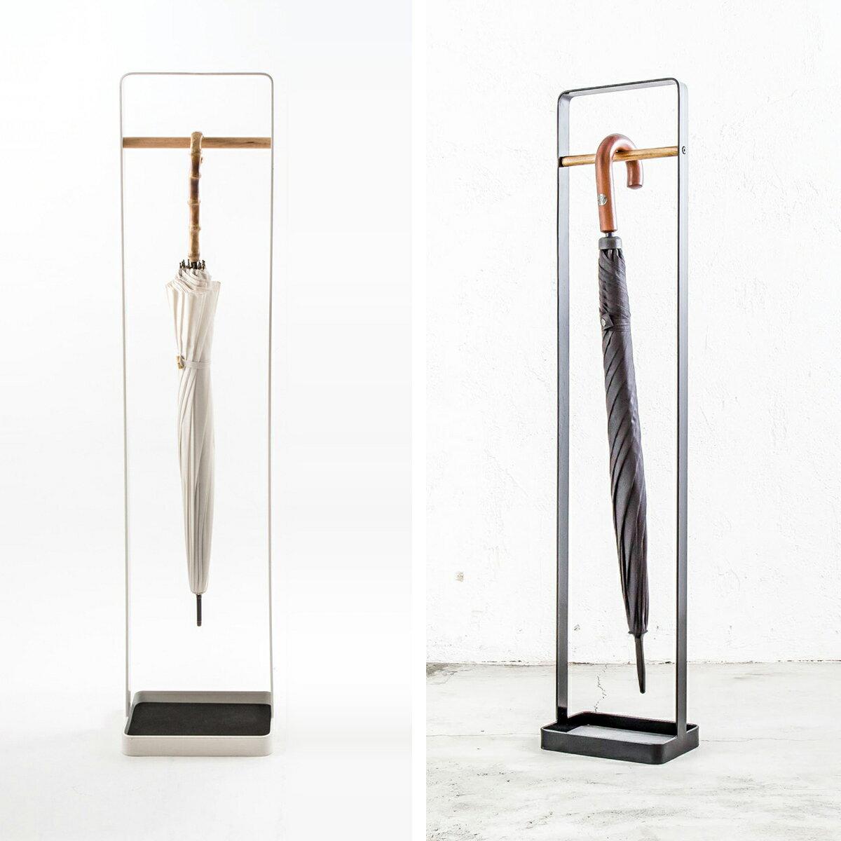 シンプルで薄型でスリムなデザインのスチールフレーム&木製バーの傘立て [b2cアンブレラハンガー ウッドバータイプ]