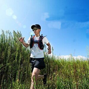 【AONIJIE】(2色/2サイズ) 5L ランニングバッグ  トレイルランニング  スポーツバックパック  マラソン  登山リュック  サイクリングバッグ 超軽量 自転車 C928