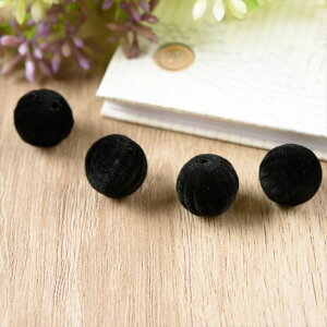 フロッキービーズ ベロアビーズ ボール 球 筋入り ブラック 黒 約14mm 約1.4cm 4個 通し穴 フロッキー ビーズ ベロア ベルベット 丸 円 玉 立体 パーツ 手作り