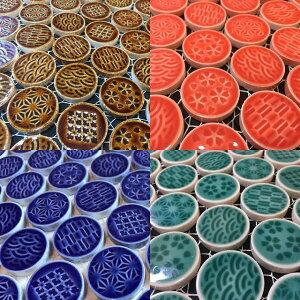 モザイクタイル 27mm丸 表紙貼 和柄 アイボリー、茶、緑、赤、瑠璃 5種類の柄がランダムに貼られています/タイル クラフト用 内壁 内装 リノベーション 日本製 お好きな色を選んでくだ