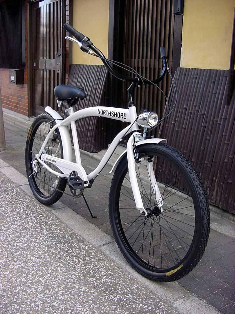 【送料無料】ビーチクルーザー 自転車 ◇シマノ6段変速◇極太フレーム◇砲弾型ライト付◇ホワイト◇
