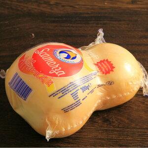 【送料無料】【イタリア産スカルモッツァ・アフミカータチーズ約300グラム】【焼チーズに最適!】/チーズ/チ-ズ