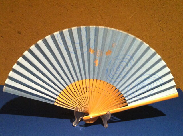 紙扇風切り抜き扇子/金魚(水色)/女物サイズ/女性用婦人用扇子/シルエットファン