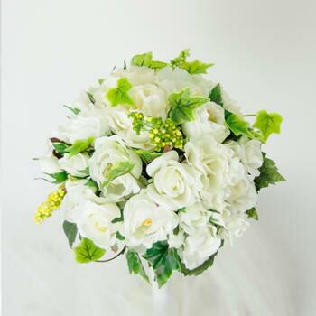 「白ドレスにグリーンが映える人気のブーケ」bu-ke003【メーカー取り寄せ】