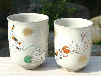 Kyoto ceramic ware Kiyomizu ware playing handball cat couple teacup Flowers bloom beautifully and the moon shines bright