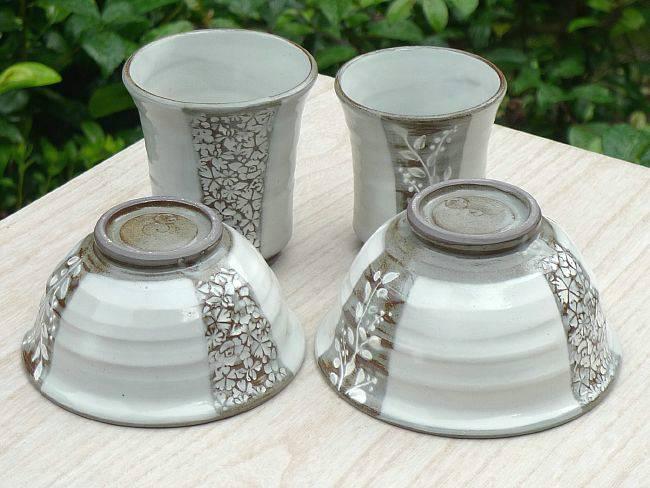 京焼 清水焼 彫り印花夫婦湯呑と夫婦茶碗セット 清泉