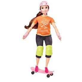 【送料無料】バービー Barbie 東京オリンピック2020 スケートボーダー 可動式ボディ オリンピック東京2020ジャケットとリボン付きの「ゴールド」メダルが付属 GJL78