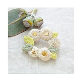 \夏SALE/刺繍 キット piece K.omonoさんの刺しゅうアクセサリーキット fioret wreath brooch white 【メール便可】