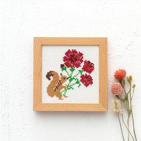 刺繍 キット コスモ かわいいどうぶつと季節のお花 りすとカーネーション 865 木製フレーム付き COSMO ししゅう ししゅうキット
