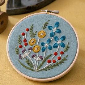 マカベアリスさんの植物刺繍キット 野の花の刺繍フレーム Light blue