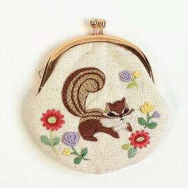 刺繍キット藤久オリジナルchicchiさんの動物刺繍野花とあそぶりすさんがま口【メール便可】