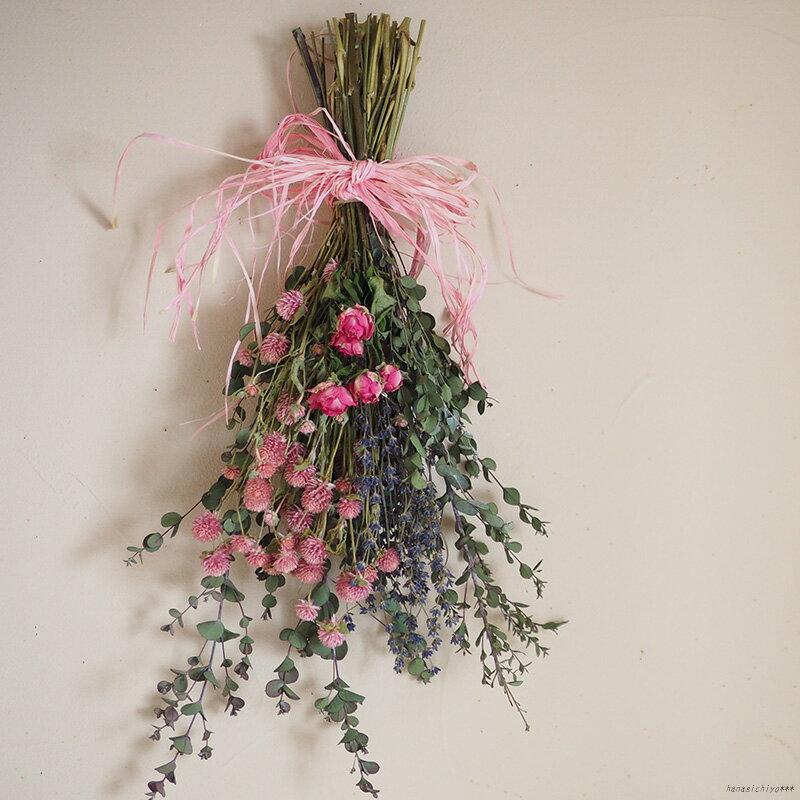 千日紅とユーカリのブーケ * 大人ピンクがかわいいナチュラルなスワッグタイプのドライフラワーブーケ / インテリア ラベンダー ナチュラル ディスプレイ ギフト プレゼント アレンジ 花 母の日 スワッグ 花束 ローズ バラ