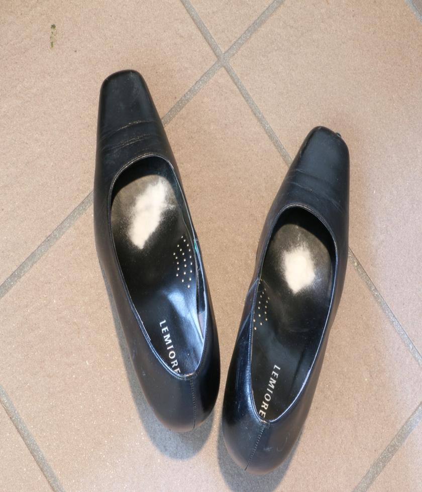 パンプス用脱臭剤【もう足の臭いに悩まない】(ボトル入り70g)×【6本】【送料無料】(素足で履く方の足指の臭いとり)パンプス ローファー スニーカーパンティストッキング 靴下 ブーツ 靴用消臭剤  フットクリア グランズレメディ ストッキング