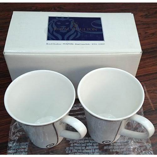 【長期在庫品/箱に経年劣化、スレ、ヤケ等あり】ロイヤルドルトン ペアマグカップ -Frivolous Blue by Royal Doulton-