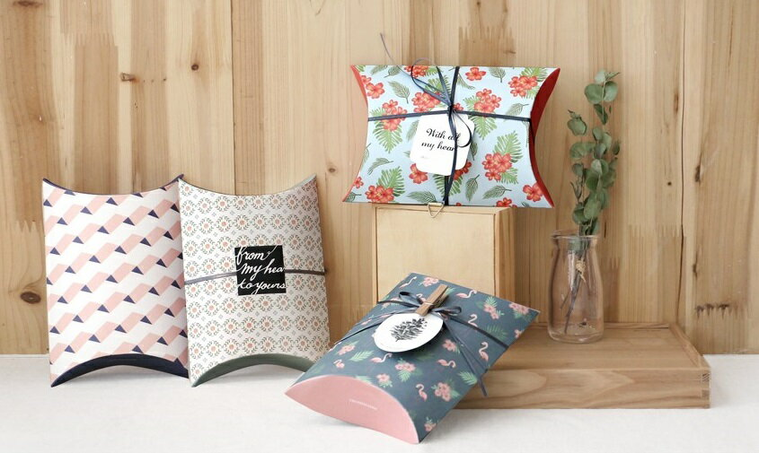 【ICONIC】ピローボックスMサイズ★4種類 プレゼント 包装 箱 ギフトボックス present box ボックス wrapping 記念日 誕生日 お祝い