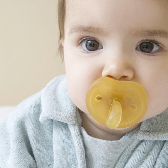 デンマーク NATURSUTTEN ナチュアスッテン 天然ゴム おしゃぶり バタフライ 歯科矯正型 新生児〜12ヶ月以上