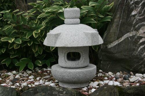 【送料無料】持ち運び簡単♪岬灯篭(1尺)(御影石)お庭のアクセントに!癒しの空間づくりに!玉砂利の上にも似合います!!
