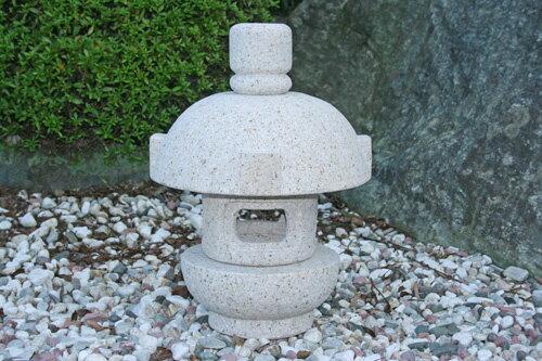 【送料無料】持ち運び簡単♪岬灯篭(1尺)(錆石)お庭のアクセントに!癒しの空間づくりに!玉砂利の上にも似合います!!