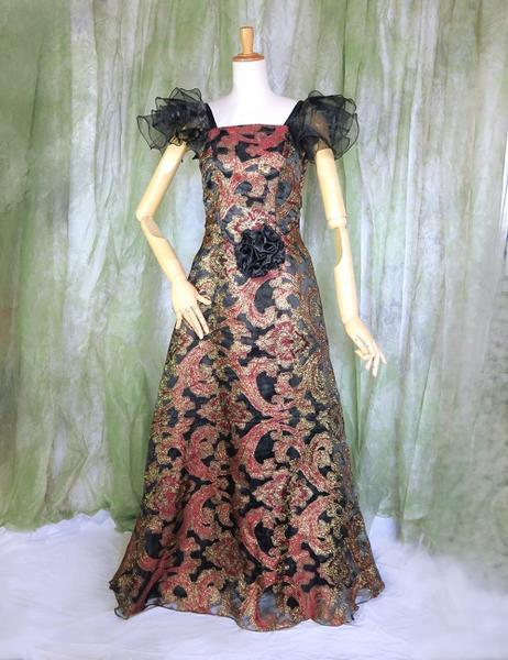 金刺繍のブラックロングドレス豪華な素材感とレースエキゾチックに輝くL〜LLフリープリンセスラインお姫様スタイルパーティー・ステージ衣装・リッチフォーマルコサージュ付き