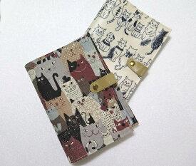帆布素材の通帳 カードケース再入荷!メール便OK!メイド・イン・ジャパンの実力!カードや通帳・パスポート・お薬手帳まとめて収納!バッグにポンッ!丈夫で軽いおまけにかわいい!強い味方のネコ達のカードケース