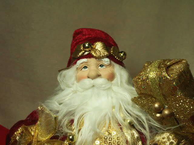 リアルなサンタクロースドールプレゼント抱えた赤いマントと白い髭憧れのヨーロピアンスタイルの人形本物そっくりの衣装が素敵【ベルを持った赤のサンタ】
