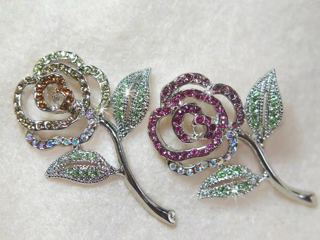 メール便OK!☆スワロフスキーバラの花のピンスあざやかなキラキララペルピン&ブローチフォーマルにひと味プラス小粋なプチゴージャスで彩を添える存在感のある色合い