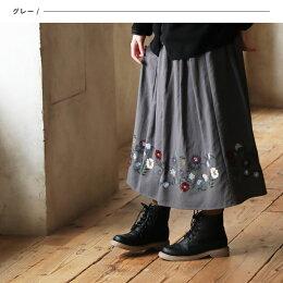離れてみたら、うまくいった意外な柄。これなら穿けるかもな裾にぐるっと花柄刺繍スカートM/L/LL/3Lサイズレディース/フレア/ギャザー/ロング/ミドル/ウエストゴム/らくちん/花柄ライン/ボトムス/