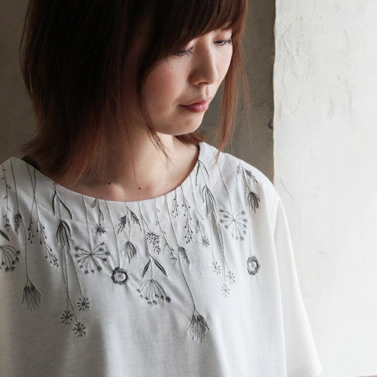 『花より汗じみ』は、もうおしまい。汗じみなんて気にしない、草花刺繍カットソーカットソー M/L/LL/3Lサイズレディース/Tシャツ/半袖/ドルマン/汗じみ防止/トップス