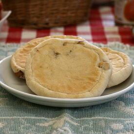 【くるみチーズ】中にはさむチーズにはキリのクリームチーズをチョイス。チーズとくるみの相性がバッチリです(1個約60g)