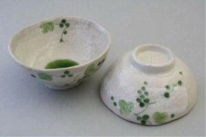 和柄 和風 ブドウの絵柄が爽やかな器 愛知県 瀬戸 市 山ぶどう 組飯碗 大小2個セット  ご飯茶碗 ペア 夫婦茶碗
