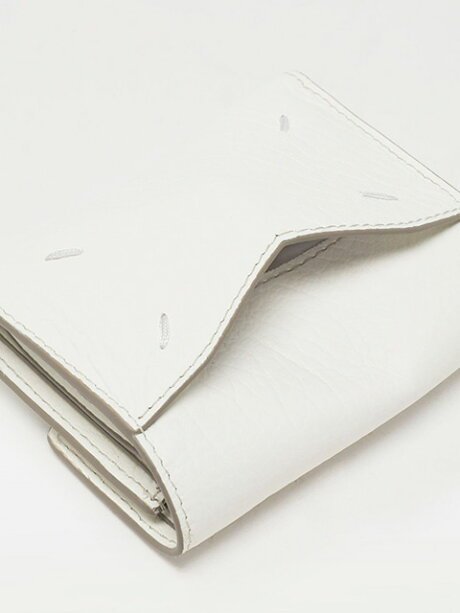 【定価53,900円(税込)】MaisonMargielaメゾンマルジェラ上品なカーフレザーが大人の品格を演出ブランドアイコンステッチ入りカーフスキン製3つ折りウォレット財布エンベロープマルタンマルジェラS56UI0136ホワイトブラックイタリア製