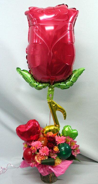 【花とバルーン】バルーン入りアレンジと浮かぶバルーン